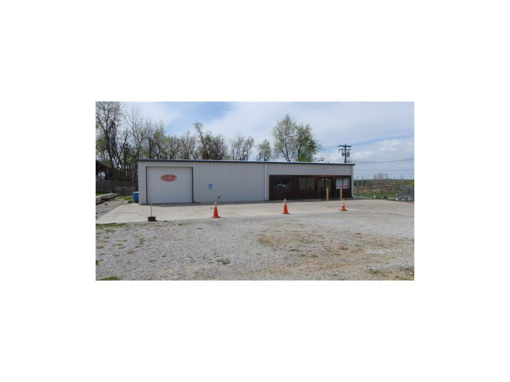Photo of home for sale at 704 Belt Highway S, St Joseph MO