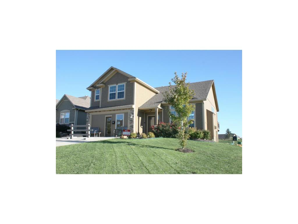 Photo of home for sale at 13793 Valleyview Way, Bonner Springs KS